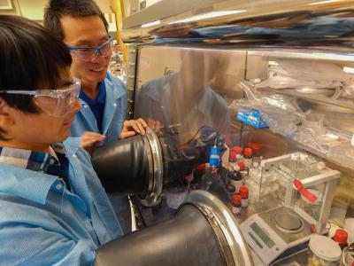 From left, LLNL postdoc Jianchao Ye works on a lithium ion battery, while Morris Wang looks on. The two are part of a team studying the use of hydrogen for longer-lasting batteries. Photos by Julie Russell