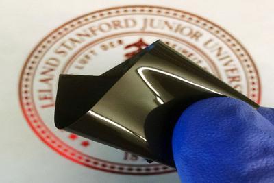 Stanfordresearchershavedevelopedathinpolyethylenefilmthatpreventsalithium-ionbatteryfromoverheating,thenrestartsthebatterywhenitcools.Thefilmisembeddedwithspikynanoparticlesofgraphene-coatednickel. (Photo: Zheng Chen)